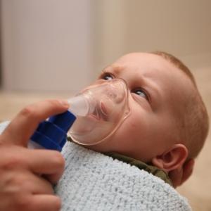 astm copil respira usor